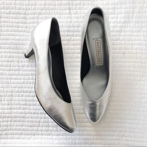 Vintage naturalizer metallic silver pumps. Sz 8.5